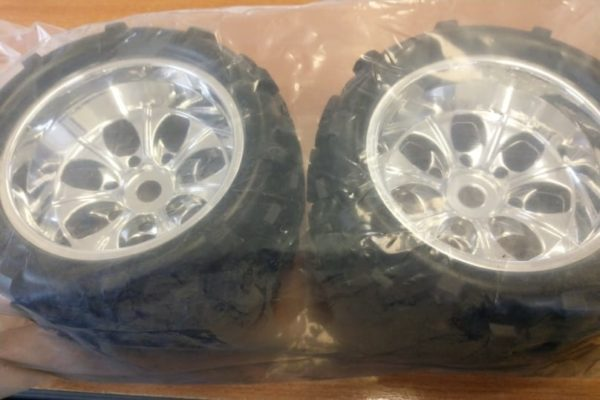 Wheels Andamp;amp; Tyres For 1:8 Monster Truck (chrome)(62012)