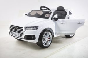 Licensed 12v Audi Q7 Ride On – White